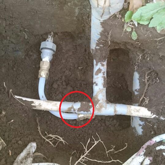 ずれた屋外埋没管