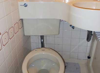 隠ぺい式トイレタンクの交換