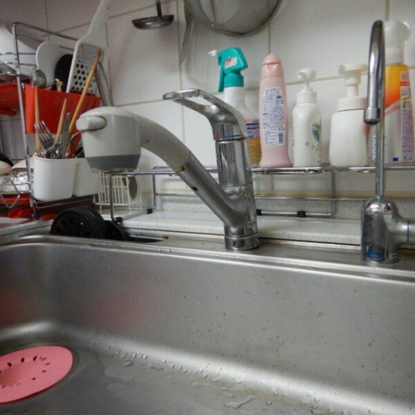 水漏れする水栓
