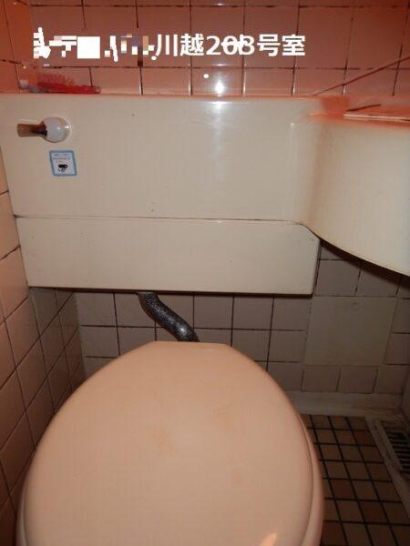 賃貸物件のトイレ(オーバーフロー管が折れている)