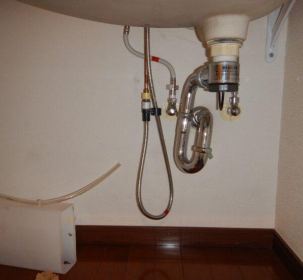 洗面所収納水漏れ